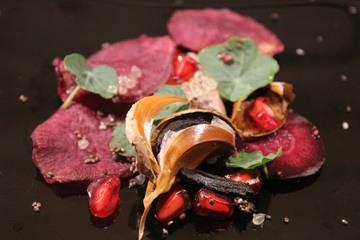 Rezept Schwarzer Knoblauch, Thunfisch und lila Süßkartoffel Chips