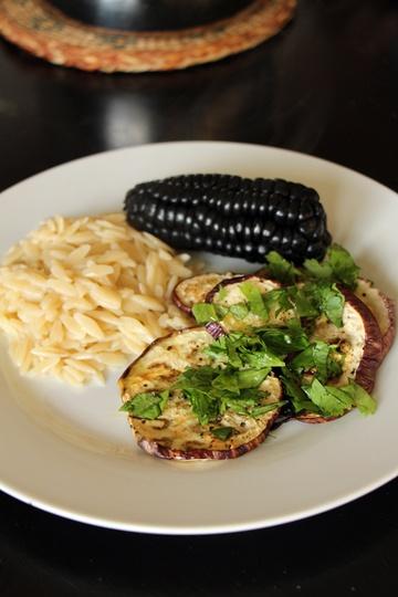 Rezept Schwarzer Mais mit Orzo und Auberginen