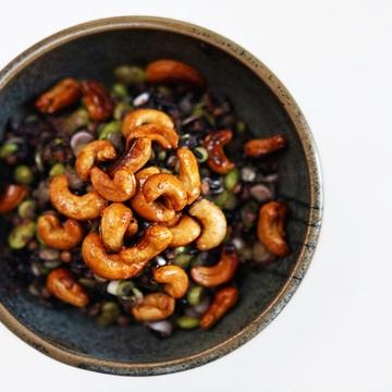 Rezept Schwarzer Reissalat mit Edamame, Linsen und gerösteten Chashews