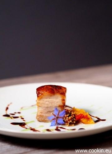 Rezept Schweinebauch Sous Vide, Pfirsich-Chutney, eingelegte Senfkörner