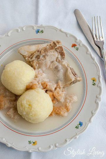 Rezept Schweinekamm mit Klößen und Meerrettichsauce nach Oma's Art
