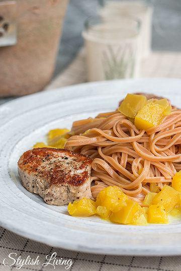Rezept  Schweinemedaillons mit Mango-Curry-Ragout und Chilispaghetti