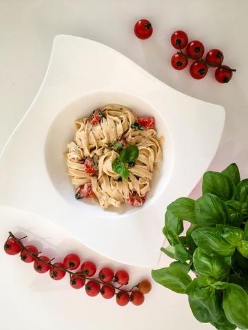 Rezept Selbstgemachte Tagliatelle mit Ricotta-Tomaten-Sauce