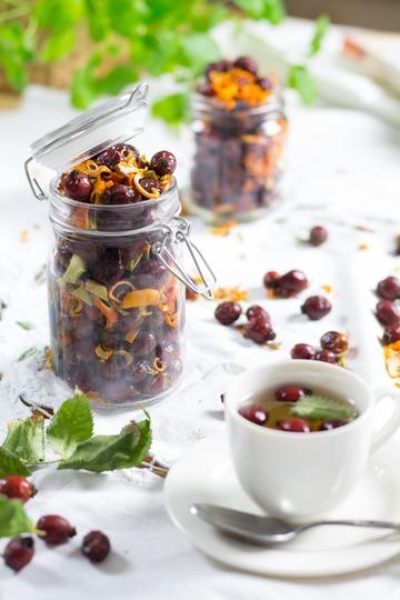 Rezept Selbstgemachter Früchtetee mit Hagebutte, Apfel- und Orange