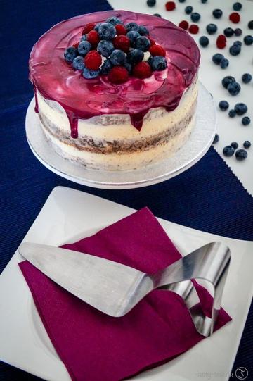 Rezept Seminaked Cake mit Frischkäsefrosting und Blaubeerfüllung