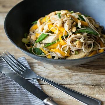 Rezept Soba-Nudel-Salat mit Hähnchen, Mango und Sesam-Dressing
