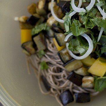 Rezept Sobanudeln mit gebratener Aubergine und Mango