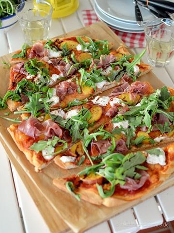Rezept Sommer-Pizza mit Pfirsich und Burrata