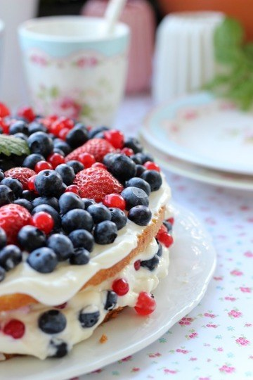 Rezept Sommerbeerentorte mit Holunderblütencreme
