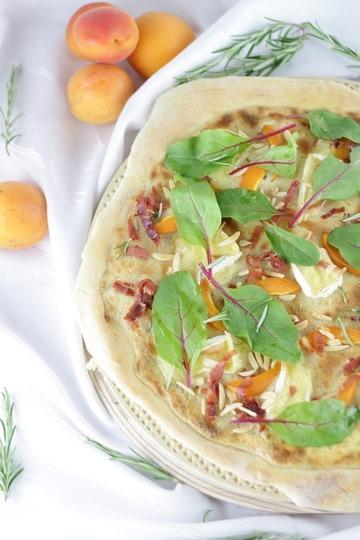 Rezept Sommerliche Aprikosen-Camembert-Pizza