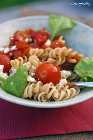 Rezept Sommerliche Paprika-Tomaten Nudeln mit Babyspinat
