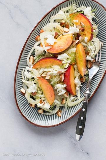 Rezept Sommerlicher Fenchel-Pfirsich-Salat mit Büffelmozzarella