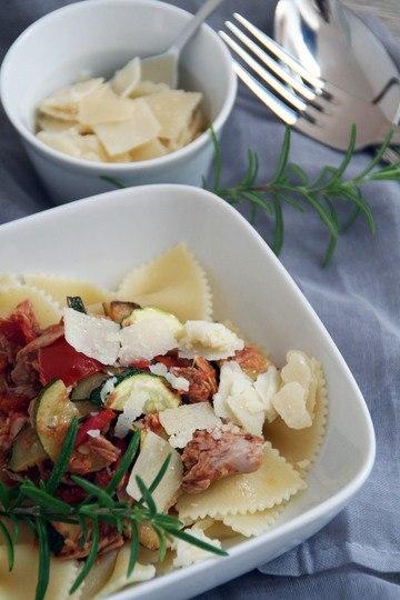 Rezept Sommerpasta mit Tomaten, Zucchini und Thunfisch