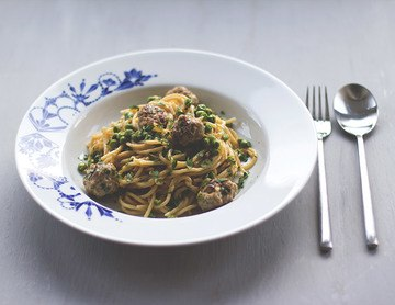 Rezept Spaghetti mit Fleischbällchen und Erbsen