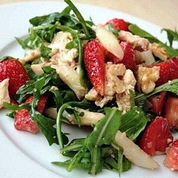 Rezept Spargel-Rucolasalat mit Mozzarella und Erdbeeren