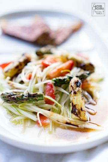 Rezept Spargelsalat mit Erdbeeren und dry aged Striploin Steak