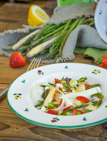 Rezept Spargelsalat mit Erdbeeren und Schafskäse