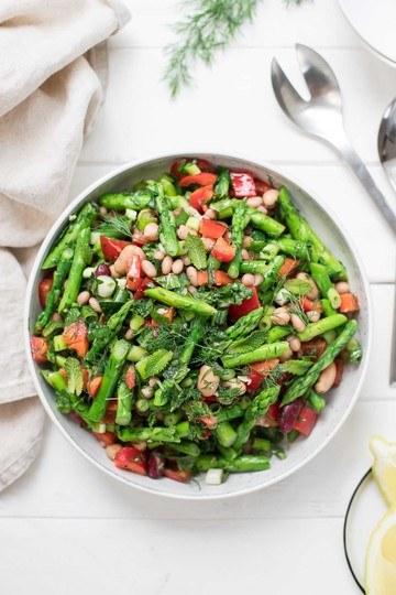 Rezept Spargelsalat mit gemischten Bohnen, Zitrone und Kräutern