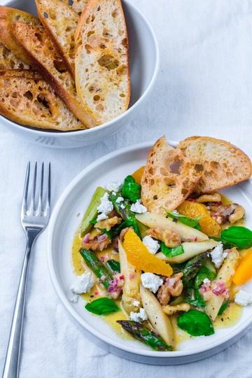 Rezept Spargelsalat mit Orangen-Vinaigrette und Feta
