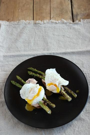 Rezept Spargelsandwich mit Blaubeerfrischkäse und pochiertem Ei