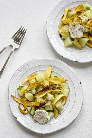 Rezept spätsommerlicher Salat mit gerösteten Zucchini, Zuckermelone und Schafkäse