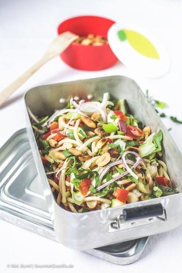 Rezept Spicy Asia-Spaghettisalat mit knackigem Gemüse und Erdnüssen