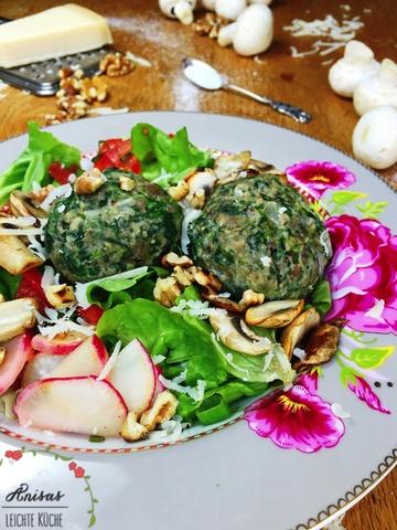 Rezept Spinatknödel mit Champignons und Salat
