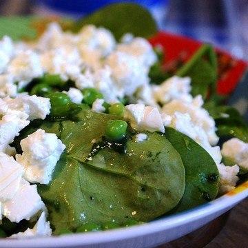 Rezept Spinatsalat mit Erbsen, Feta und Minze