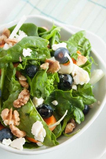 Rezept Spinatsalat mit Heidelbeeren und Walnüssen