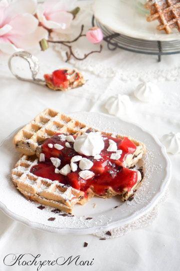 Rezept Stracciatella Waffeln mit Erdbeersoße