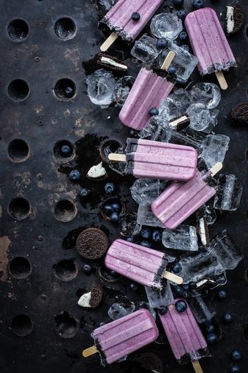Rezept super fix gemachte oreo und blaubeer cheesecake popsicles