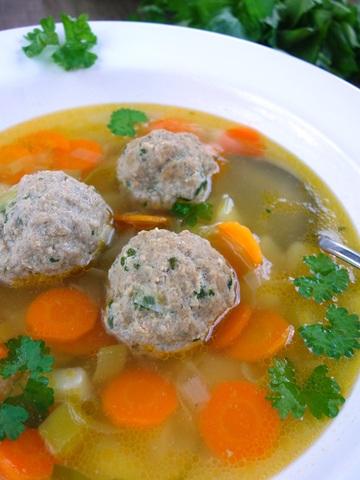 Rezept Suppe mit Hackbällchen und frischem Gemüse