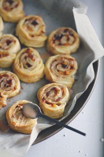 Rezept Süße Blätterteigschnecken mit Zimt, Datteln, Apfel und Kaki