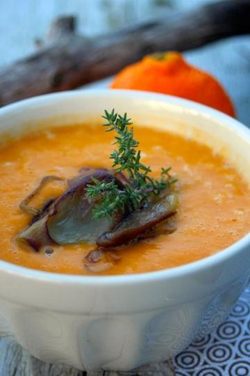 Rezept Süßkartoffelsuppe mit gebratenen Thymian-Pilzen
