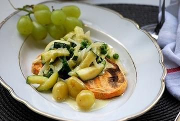 Rezept Süßkartoffeltoast mit Salbei-Zucchini-Trauben Topping