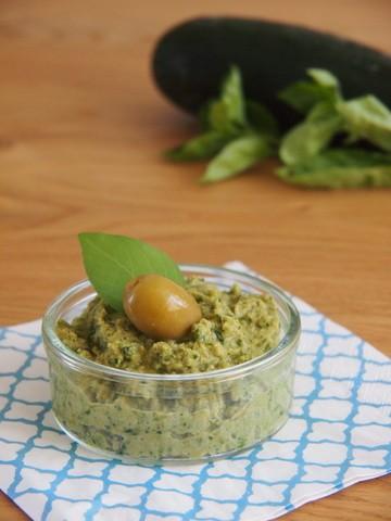Rezept Tapenade aus grünen Oliven, Zucchini und Basilikum