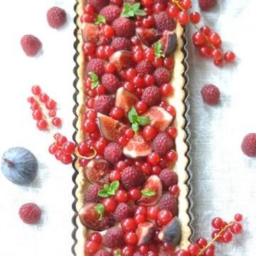 Rezept Tarte figues, groseilles, framboises et tonka