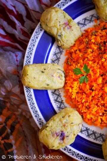 Rezept Tater Tots & Möhrensalat mit Kürbiskernen aus dem Ofen