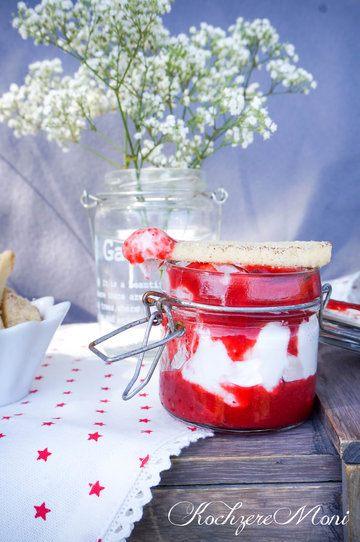 Rezept Teigfritten mit Erdbeeren und Rosen Marshmallow Dip