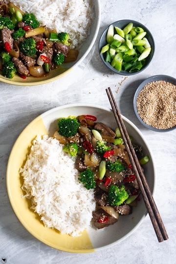 Rezept Teriyaki Rindfleisch mit Zwiebeln und Brokkoli - Fertig in 30 Minuten
