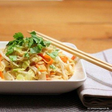 Rezept Thai-Nudeln mit Spitzkohl und Erdnuss-Sauce