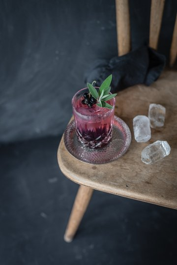 Rezept the tricky cassis kiss: gin tonic mit cassis salbei gelee