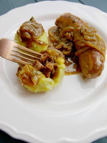 Rezept Thüringer Klöße mit Bratwurst und Zwiebelsoße