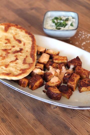 Rezept Tofu-Spieße mit Naan und Joghurt-Dip