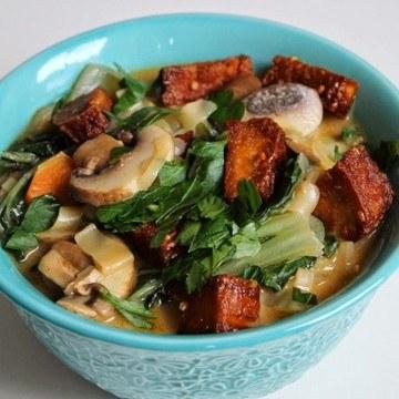 Rezept Tom Yum Suppe mit Nudeln und knusprigem Tofu