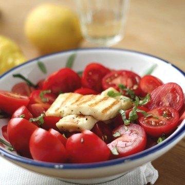 Rezept Tomaten-Basilikum-Salat mit Halloumi