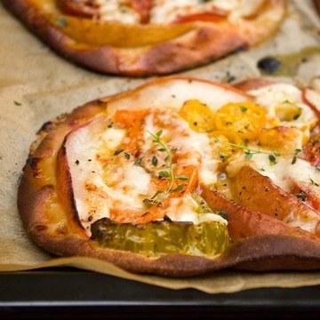Rezept Tomaten-Birnen-Pizza mit Ziegenkäse