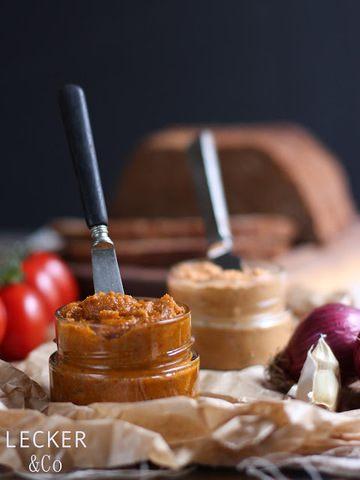 Rezept Tomaten-Pesto- und Chilli-Zwiebel-Kräuterbutter zum Grillen