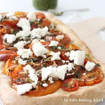 Rezept Tomatenpizza mit Feta und Pesto...