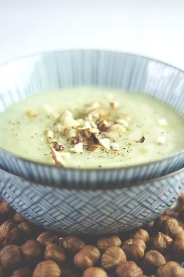 Rezept Topinambur-Suppe mit Thymian und Haselnüssen